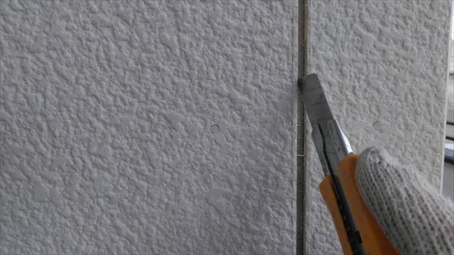 北方町の二階建て住宅でコーキング打ち替えと錆止め塗装を行いました