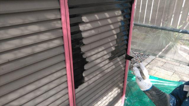 日光市の二階建て住宅で戸袋と屋根とシャッターの塗装を行いました