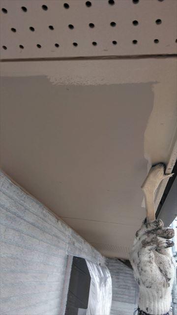 安八町の二階建て住宅で軒天の上塗り、外壁の中塗り、破風塗装を行いました
