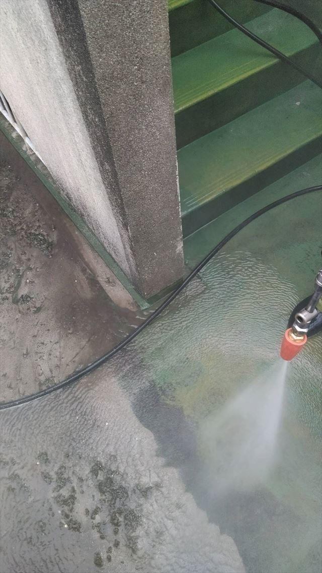 岐阜市アパートの高圧洗浄