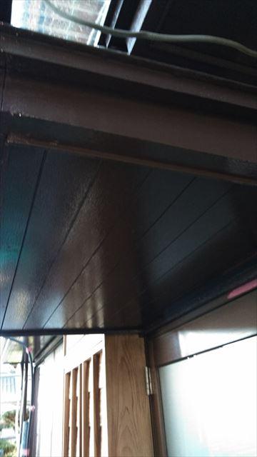 庇と軒中塗り作業