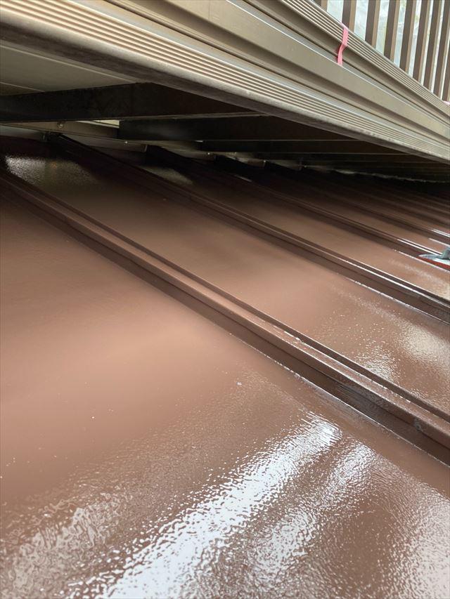 瓦棒屋根上塗り作業