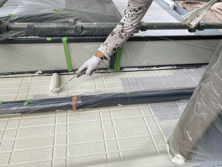 岐阜市アパート外壁中塗り作業